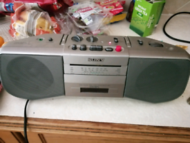 Sony cfs boombox tape and radio player - cfs b21L - vintage working