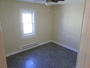 Nice 2 Bedroom upstairs with appliances $925 all inclusive Cornwall Ontario image 4