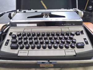 Working Vintage 1960's Eaton's Viking 12 Electric Typewriter