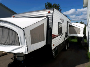 2017 3 bed popout hybrid, sleeps 9