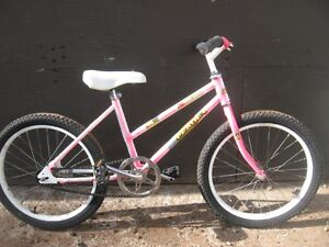 GREAT 20 INCH LEADER LE - 561 GIRL'S SINGLE SPEED BIKE.