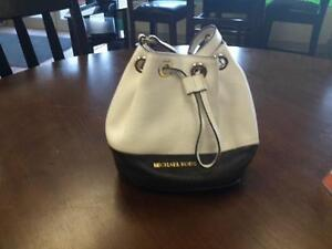 *** USED ***  MICHAEL KORS PURSE   S/N:51207527   #STORE548