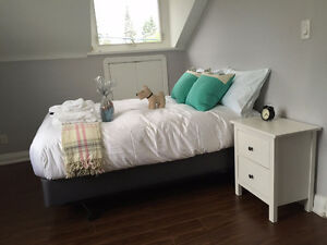 Cozy bed room nearby subway station (female only)