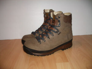 "Hi-Teck Walking "" ARMOND "" Italy -- boots --- fit size 11 US"