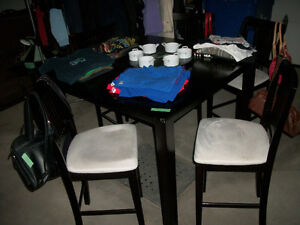 DINING ROOM TABLE SALLE MANGER*5 CHAISES/CHAIRS*KITCHEN/CUISINE
