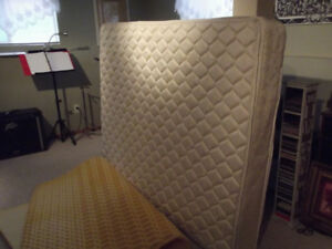 Queen Pillow top mattress & foamy