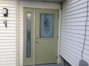 ENTRANCE DOOR WITH SIDELIGHT