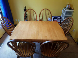 Solid Oak Harvest Style Table with Extra Leaf and 6 Chairs