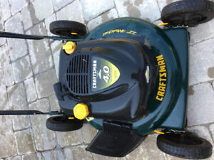 LawnMover Craftsman 4.0 in great working condition, new blade.