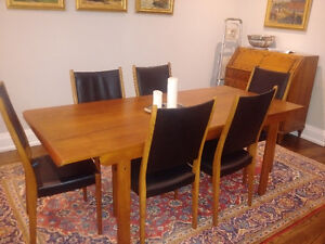 MID-CENTURY MODERN TEAK TABLE WITH 6 HIGH BACK CHAIRS