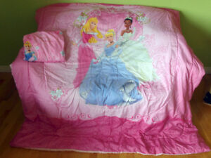 Disney Princess Comforter & Matching Sheets