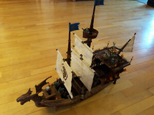 Navire Man-O-War dragons #9895