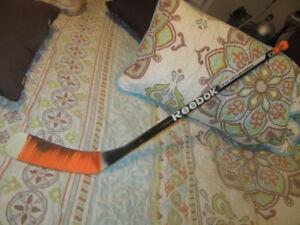 Bâton de hockey en bois pour jeune enfant