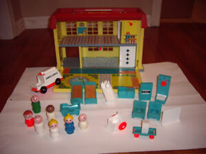 FISHER PRICE HOSPITAL W ACCESSORIS
