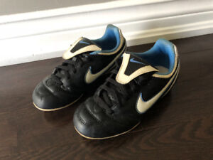 Kid Nike Soccer Shoes