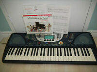 Yamaha keyboard PSR 270 + Adapter + 2 song books
