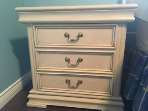 Bedroom Set 4  pieces ** priced to sell