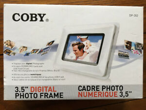 Unopened COBY 3.5'' Digital Photo Frame LCD Colour Display
