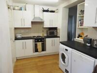 Very cosy double room available in Mile End!! AVAILABLE TO COUPLES ONLY 170£ PER WEEK!!