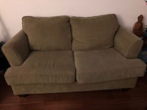 Beige Love Seat for Sale! *Pick Up Only