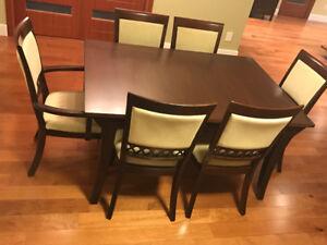 Superbe table de salle à manger avec vaissaillier