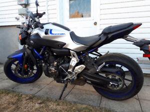 Yamaha FZ-07, 2649 Km, parfaite condition! + Rear stand inclus!