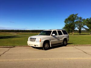 Live a life of affordable luxury! 02 Cadillac Escalade for sale