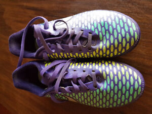Youth size 5.5 Nike magista soccer cleats