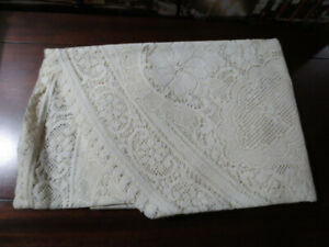 Nappe ronde de 60''coquille d'oeuf.