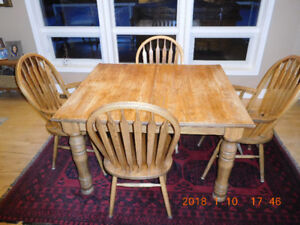Oak Dining room table & 6 Chairs
