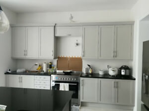 --- Excellent Condition Kitchen cabinets for SALE $1000 ---