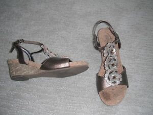 Girls Kenneth Cole Reaction Sandals Size 5