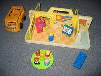 Petite école avec mini bus Fisher Price