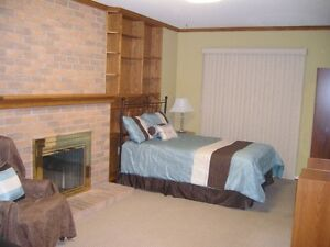 ROOM FOR RENT - 5 MINUTE WALK TO SHERIDAN COLLEGE OAKVILLE