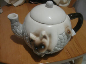 SPECIAL OLD PORCELAIN TEA POT for the SIAMESE CAT LOVER ['60's]
