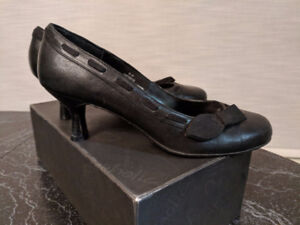 Town Shoes black leather heels
