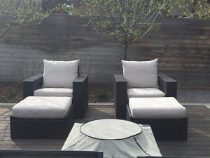 4 PIECE RESIN WICKER SET - LIKE NEW CONDITION