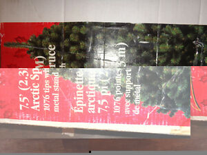 Beautiful Christmas tree; the Hight is 7.5 Inches or 203 Centime London Ontario image 3