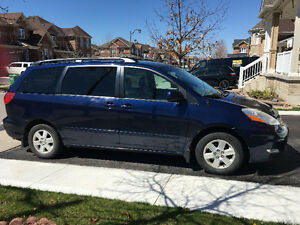 2007 Toyota Sienna LE, leather interior Minivan, Van