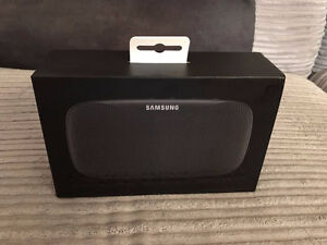New sealed Samsung level box bluetooth speaker for S8 & iPhone