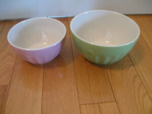 "TWO MATCHING VINTAGE ""MAYFAIR & JACKSON"" MIXING BOWLS"