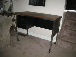 desk sturdy metal