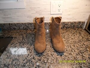 Women's brand new boots size 7.5