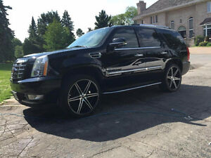 2007 CADILLAC ESCALADE EXTREMELY WELL MAINTAINED, BABIED LOW KM