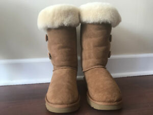 Ugg boots- size 9 - bailey button triplet II, chestnut, like new