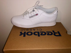White Reebok Sneakers *perfect for nursing students*