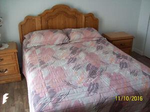 Mobilier de chambre à coucher en chène