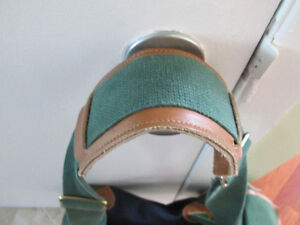 LARGE GREEN AND DARK BLUE BAG WITH LEATHER HANDLES LIKE NEW COND West Island Greater Montréal image 3