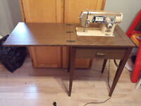 Singer Sewing Machine in Table - WORKING!