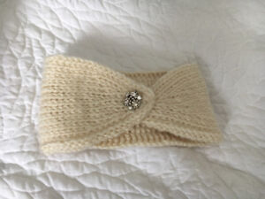 Knit headband with broach